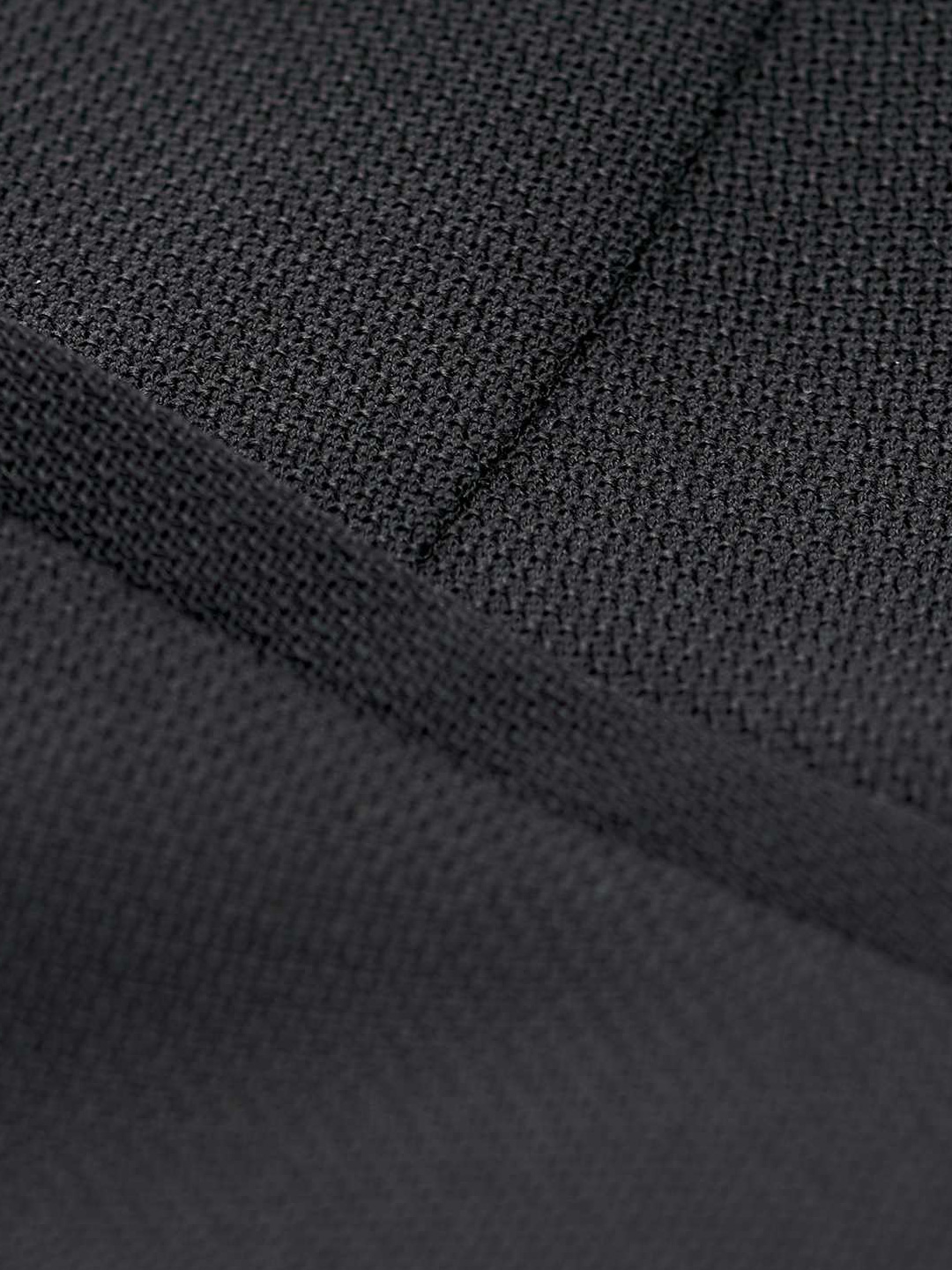 A0478-Lovann-5-Trouser-Tiger-of-Sweden-Black-close-up-fabric