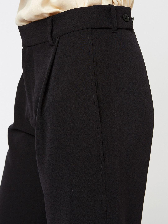 A1054-Real-Trouser-Hope-Sthlm-Black-Side-Close-Up-Waistline