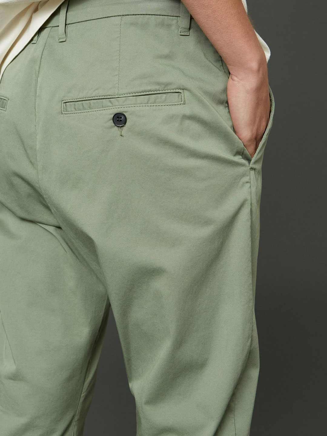 A1056-News-Edit-Trouser-Hope-Sthlm-Faded-Green-Back-Close-Up