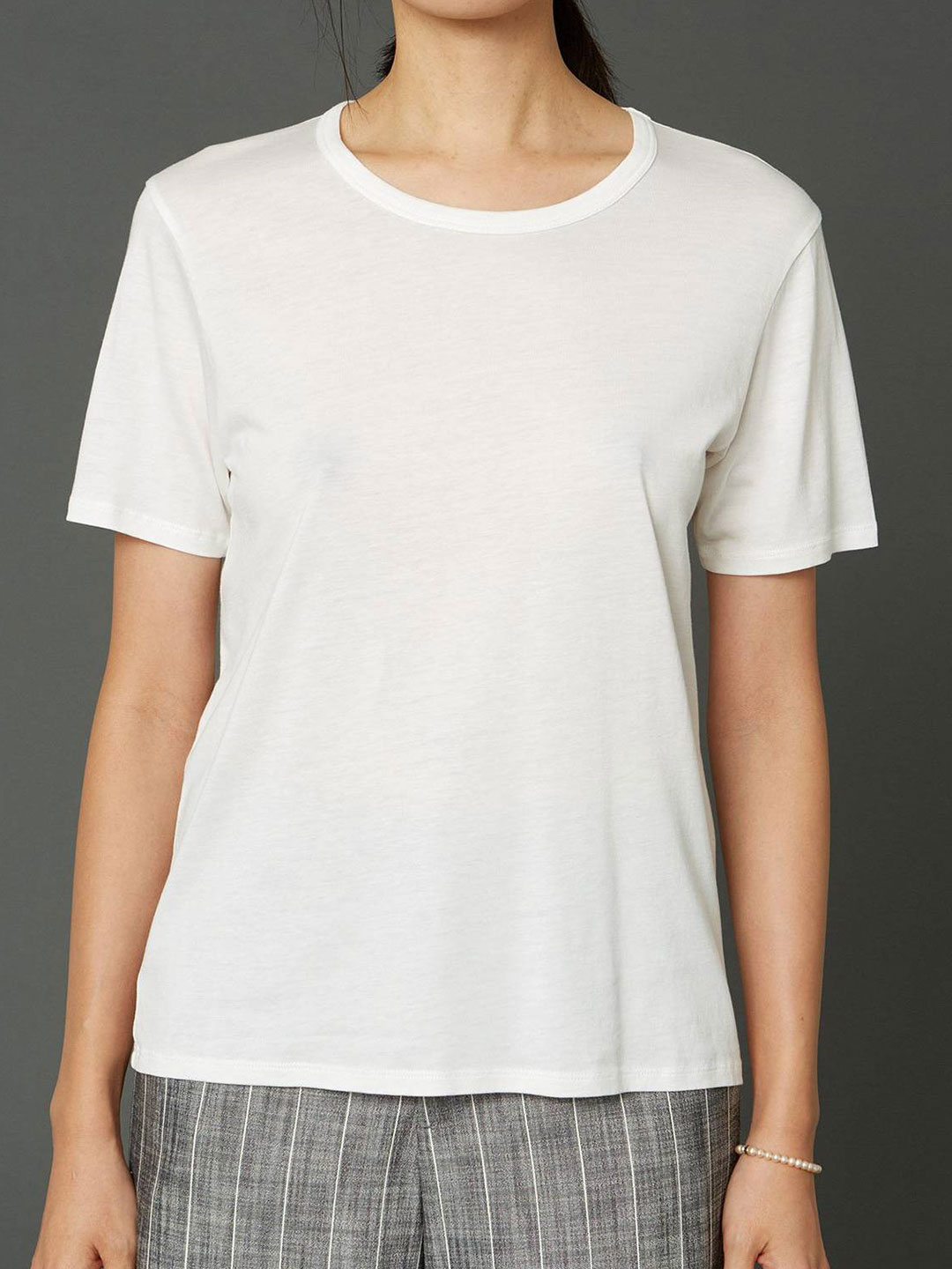 A1074-One-Edit-Tee-Hope-Sthlm-Off-White-Front