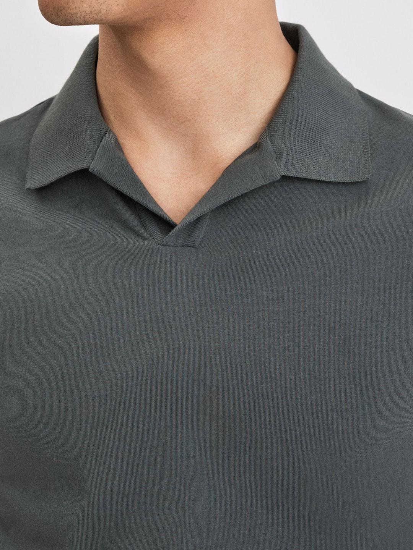 B1112-Lycra-Polo-T-Shirt-Filippa-K-Stone-Green-Close-Up-Neck