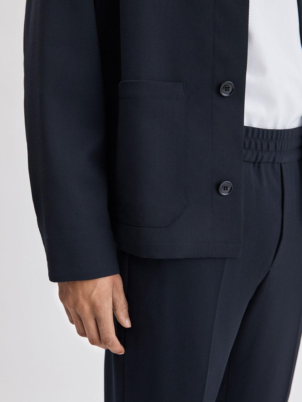 B1180-Louis-Gabardine-Jacket-Filippa-K-Dk-Navy-Close-Up-Sleeve