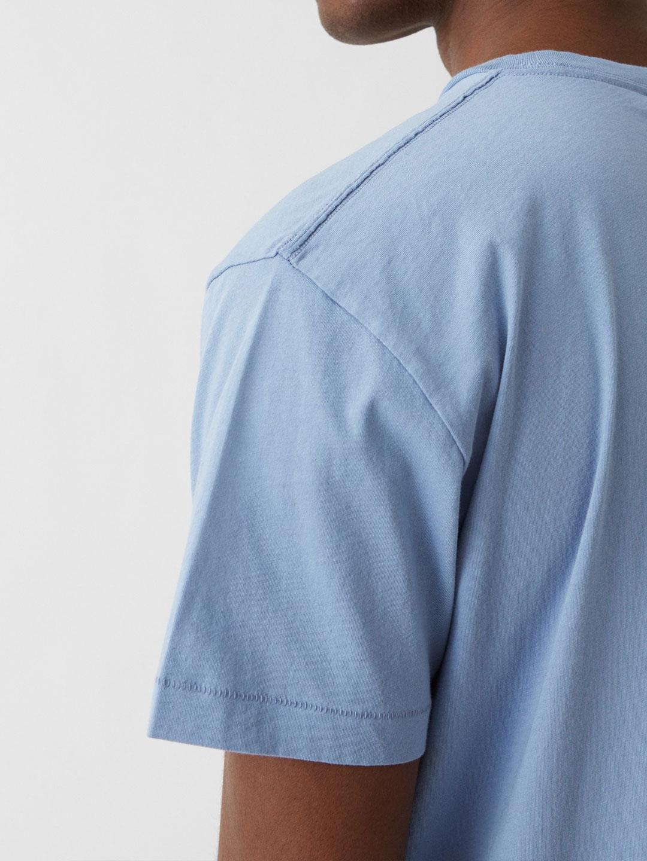 B1200-Alias-Tee-Hope-Sthlm-Lt-Blue-Close-up-Sleeve