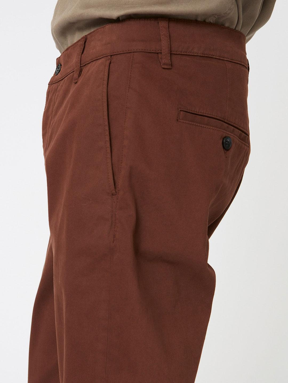 B1345-Nash-Trouser-Hope-Sthlm-Brown-Side-Close-Up