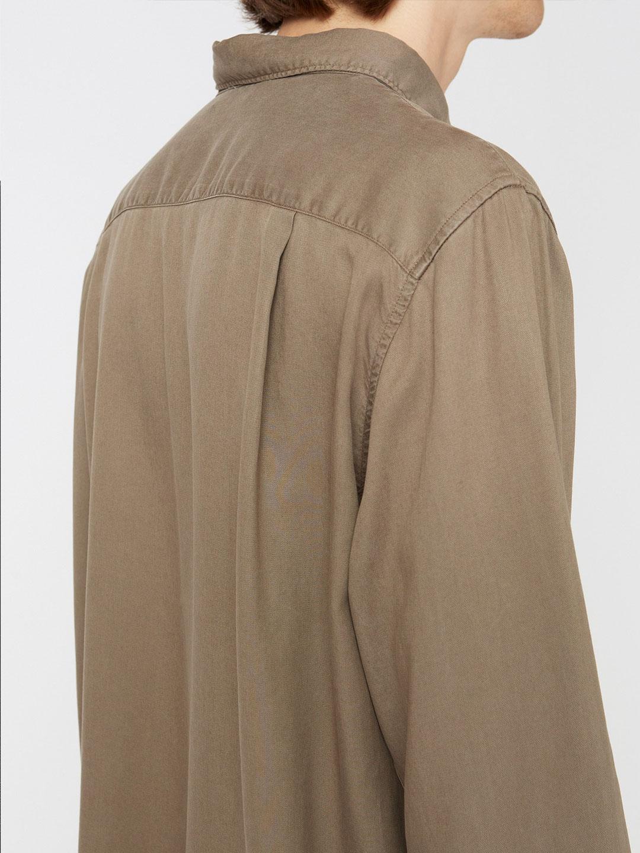B1350-Air-Clean-Shirt-Hope-Sthlm-Olive-Side-Close-Up