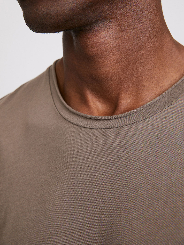 B1353-Roll-Neck-Tee-Filippa-K-Dark-Taupe-Front-Close-Up-Neck