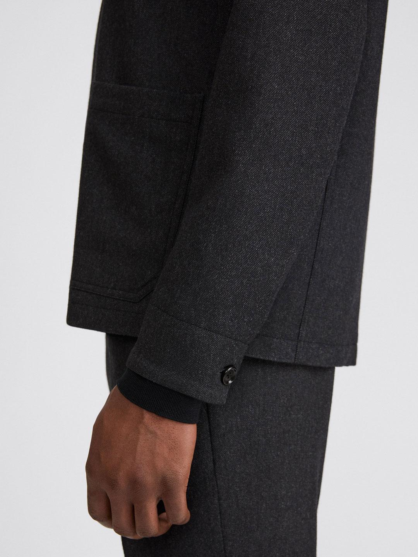 B1365-Louis-Flannel-Jacket-Filippa-K-Dk-Grey-Melange-Side-Close-Up-Sleeve