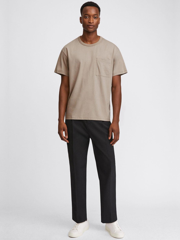 B1399-Brad-T-Shirt-Filippa-K-Desert-Taupe-Front-Full-Body