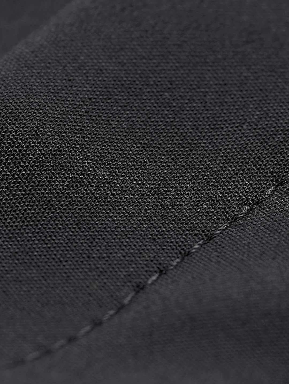 S0086B-Cristin-S-Pants-Tiger-of-Sweden-Black-close-up-fabric